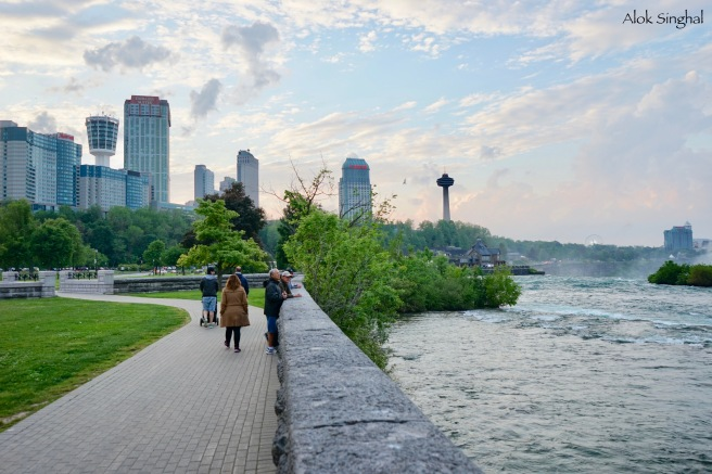 strolling along the niagara